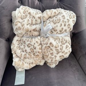 Nordstrom NWT Faux Leopard Fur Throw Blanket